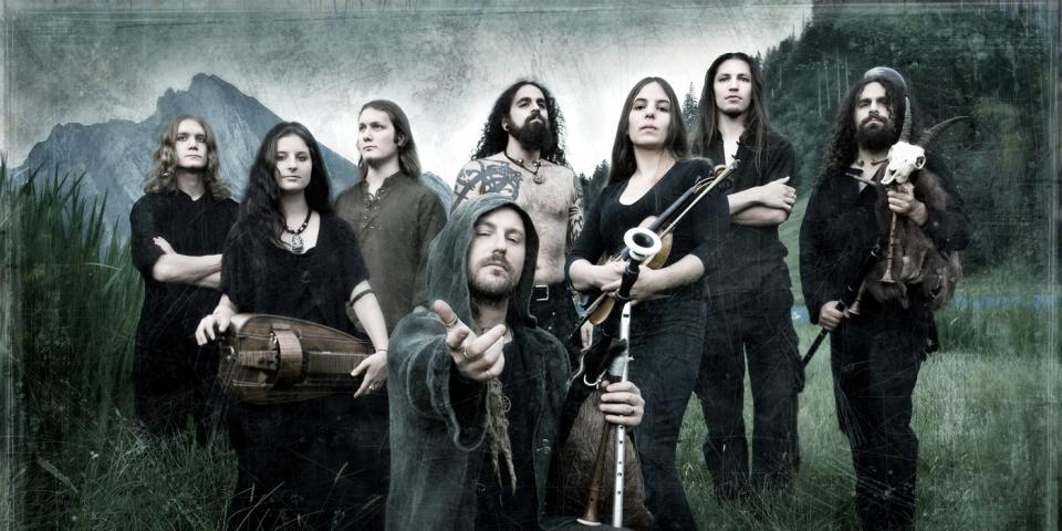Pressefoto der Band Eluveitie, weches alle Mitglieder zeigt
