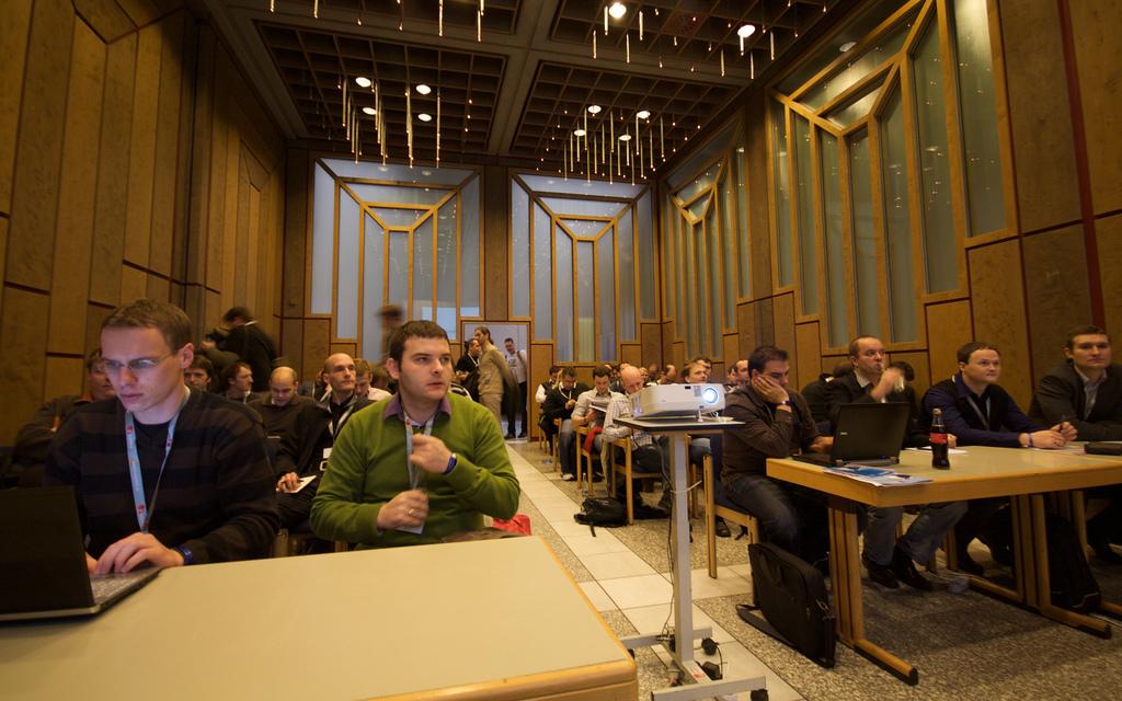 Entwickler im ersten Talk von Cal Evan auf der International PHP Conference 2009 in Karlsruhe.