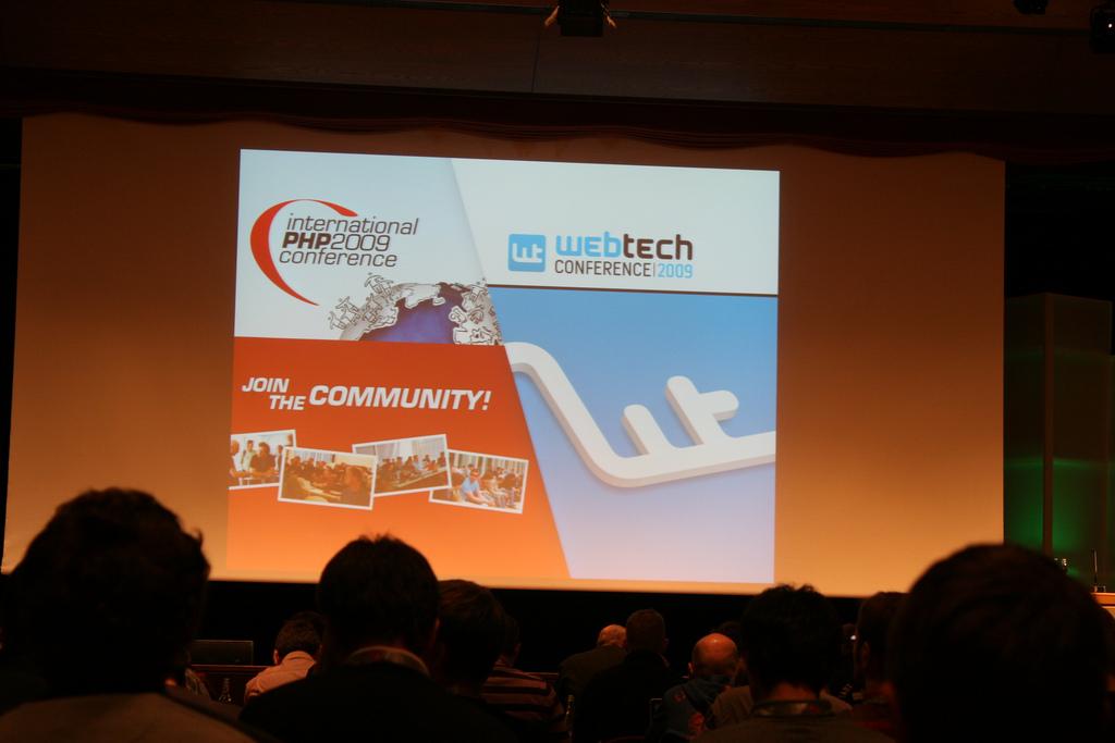 Foto der Bühne, auf der die erste Keynote der International PHP Conference 2009 in Karlsruhe, stattfand.