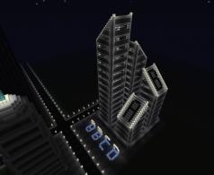 Screenshot des Indie-Spiels Minecraft, welches vier hohe Türme zeigt.