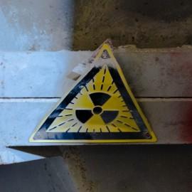 Ein Warnschild, welches vor Radioaktivität warnt
