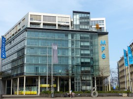 Foto des Gebäudes Nummer 6 im MediaPark Köln, in dem Cellex die Voruntersuchung zur Stammzellenspende durchführt